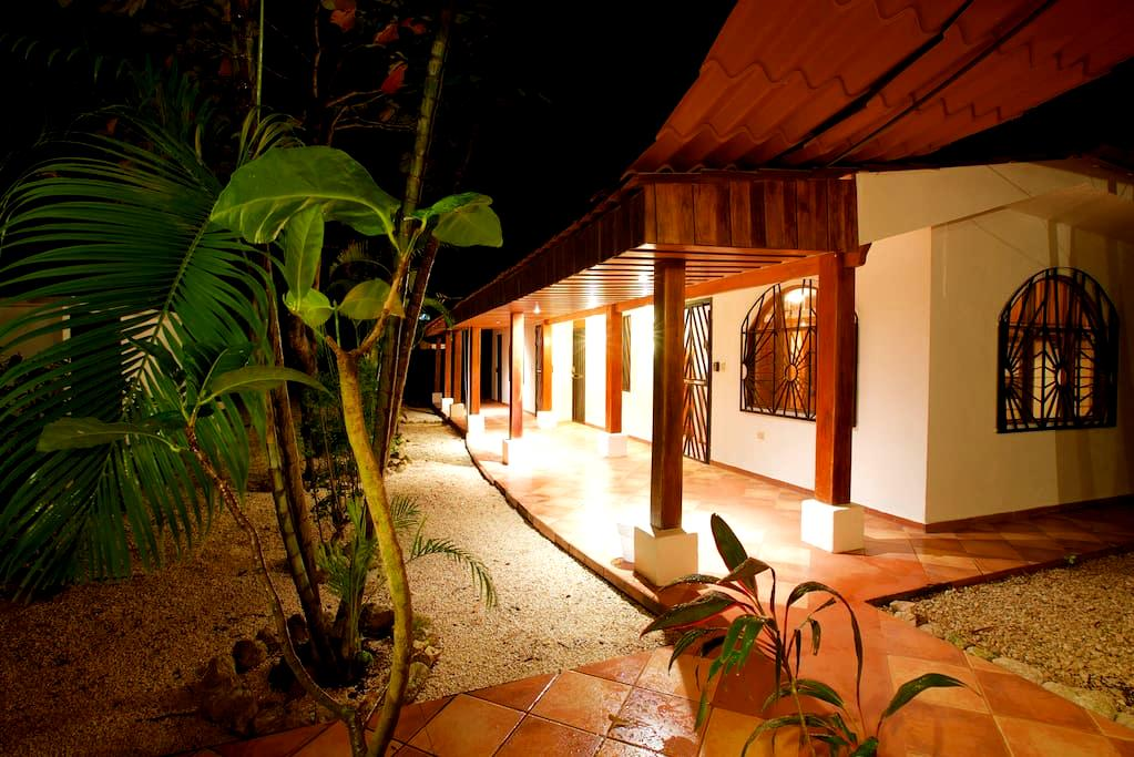Newly Renovated Room Near Beach - Nosara - Appartement