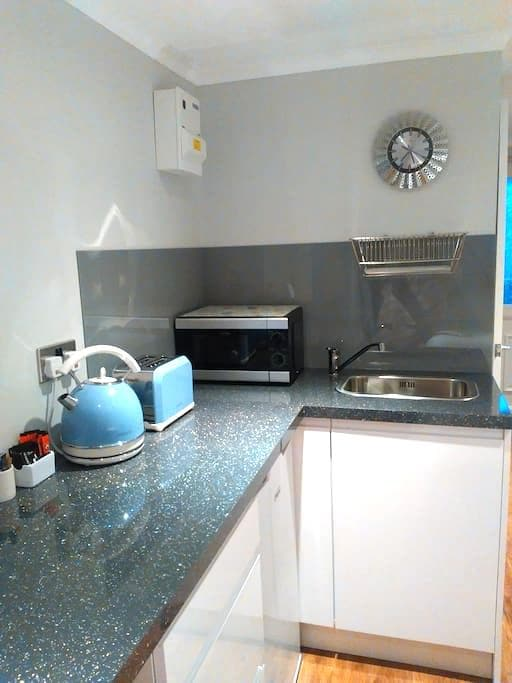 Self contained studio in Stevenage Old Town - Stevenage - Daire