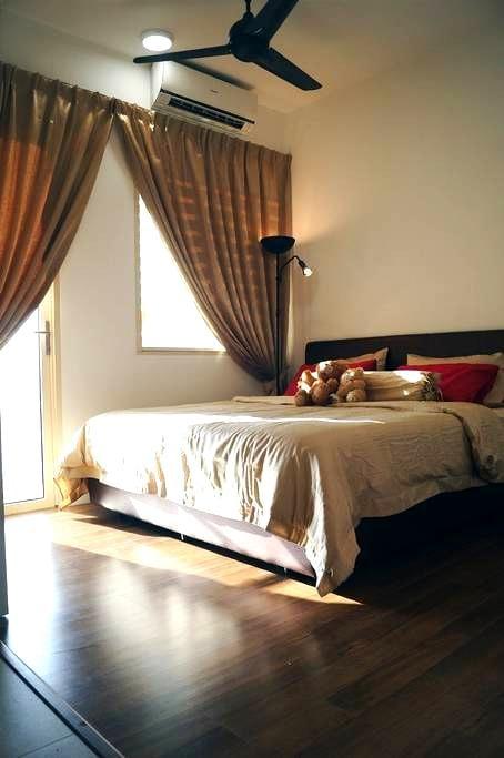 Opposite Legoland (Afiniti )  1 room condo for 4 - Nusajaya - Condominium