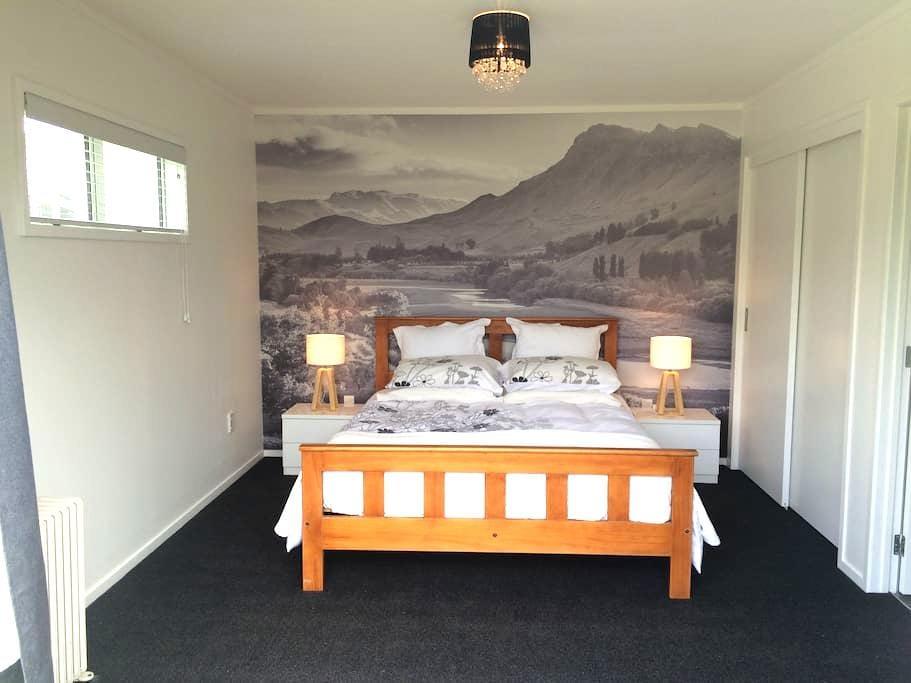★Modern Luxury Separate (SENSITIVE CONTENTS HIDDEN) + Private deck  - Hastings - 獨棟