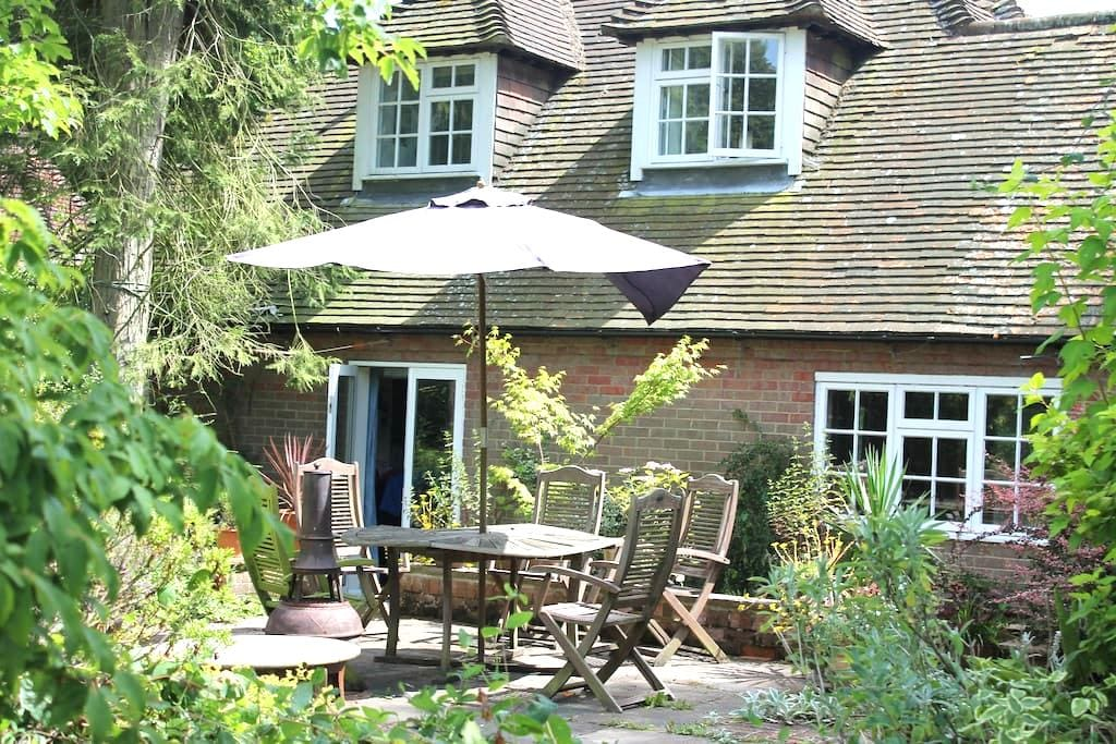 Private double bedroom with fab views in Chilterns - Buckinghamshire - Huis