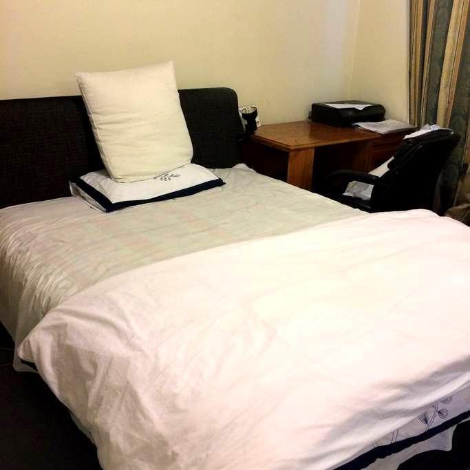 Hostel style room - Mitcham - Villa