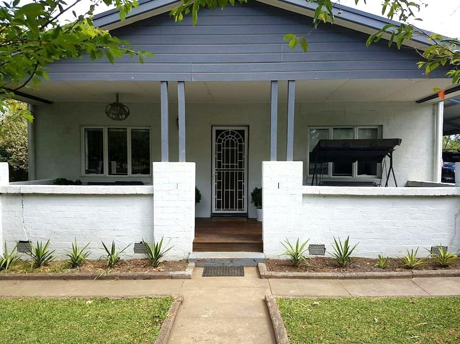 Charming and Modern Country Cottage. - Bomaderry - Rumah