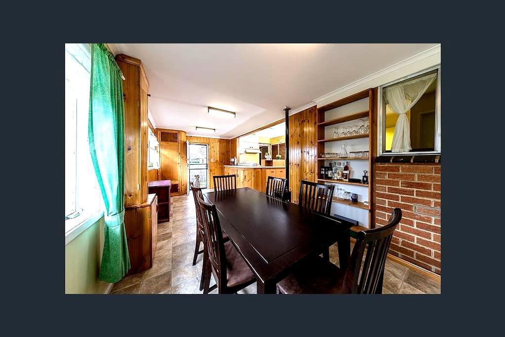 Homely Room, in good area. - Sunbury - Casa