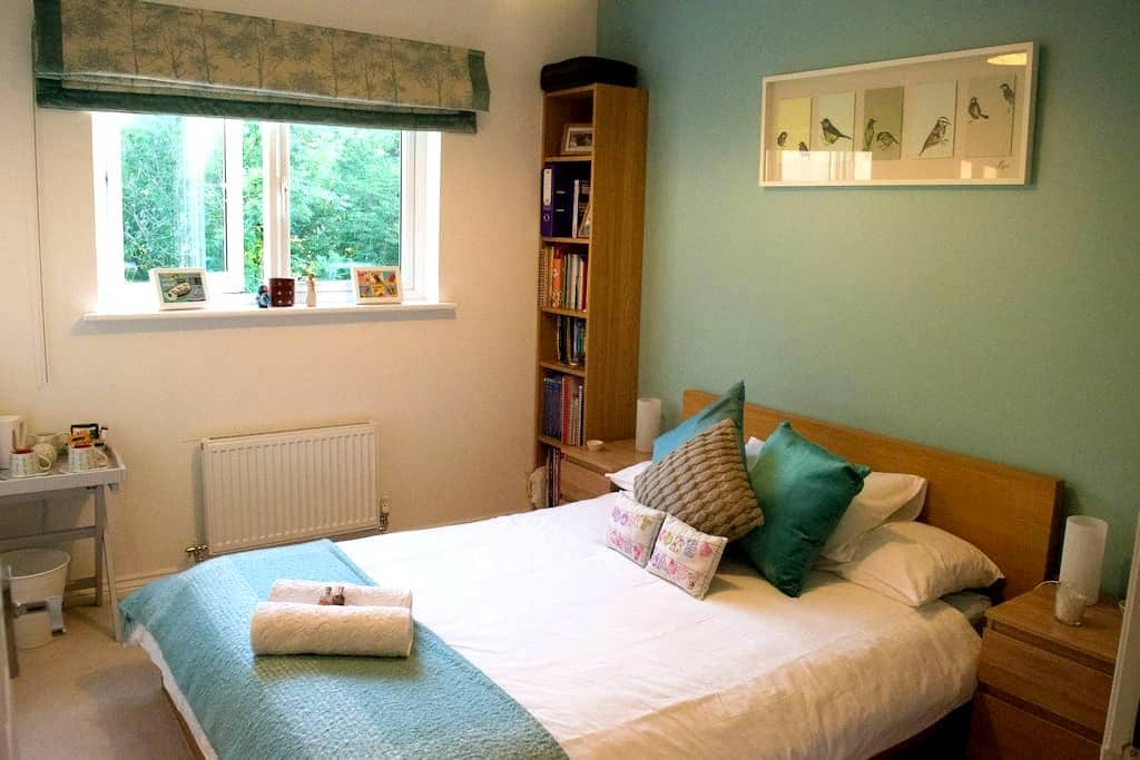 Bright, Comfortable and Peaceful Double Room - Easthouses - Daire