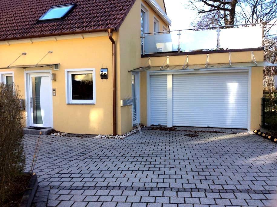Haus mit Sauna und Dachterrasse - Unterschleißheim - Rumah