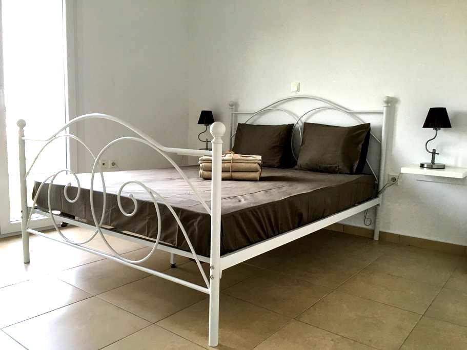 Luxurious renovated apartment - Kardia - Lägenhet