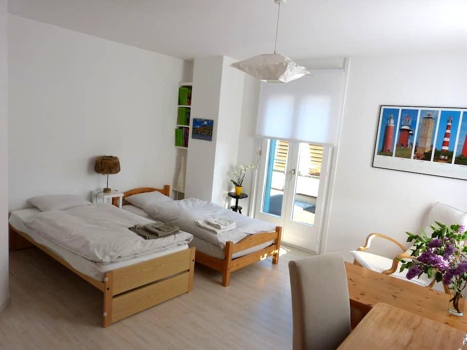 Nice room in residential area - Yverdon-les-Bains - Casa