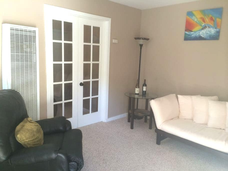 Cozy one bedroom home by downtown - Redlands - Hus