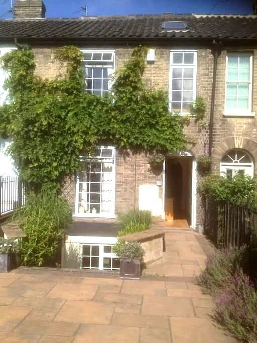 Charming large Victorian terrace near city centre - Norwich - Maison