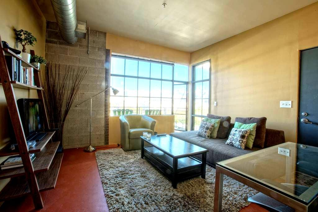 Loft Space Downtown | Great View | Fiber Internet - Salt Lake City - Apartment