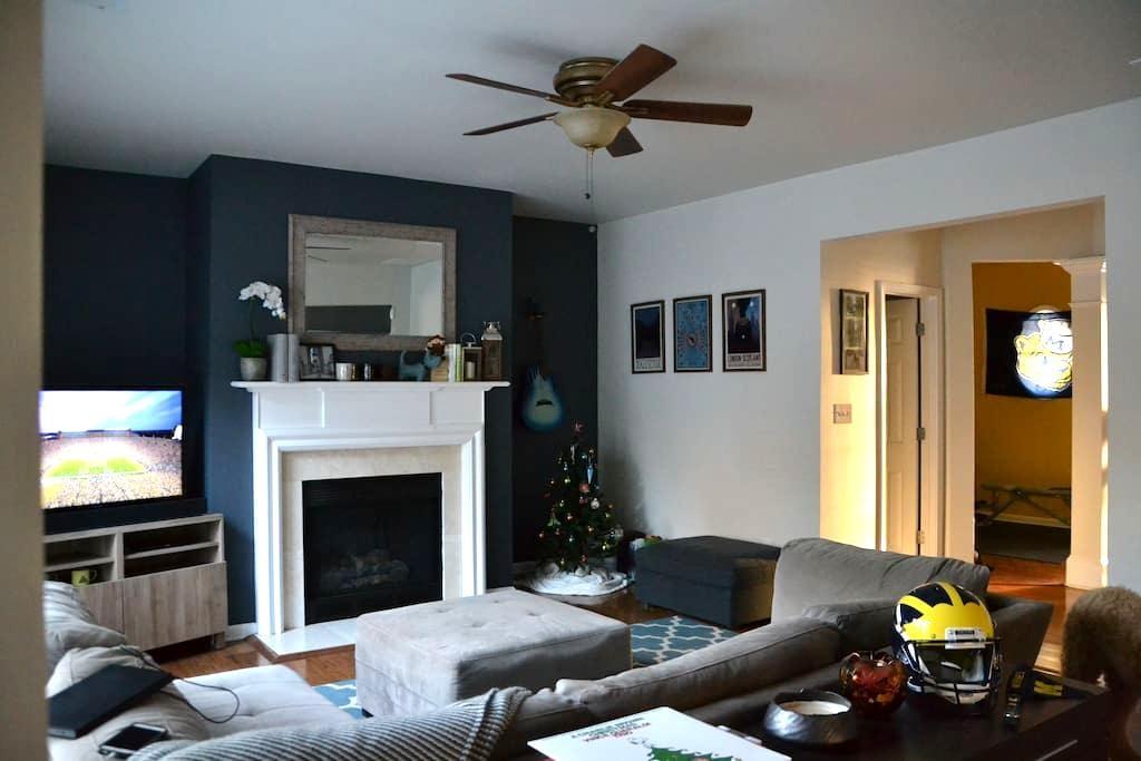 Cozy Bedroom in Fun Neighborhood! - Suwanee - Casa