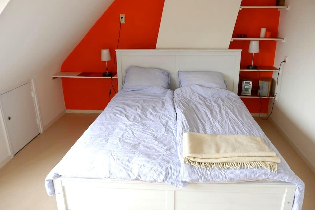 Room&private shower, near station - Alphen aan den Rijn - Hus
