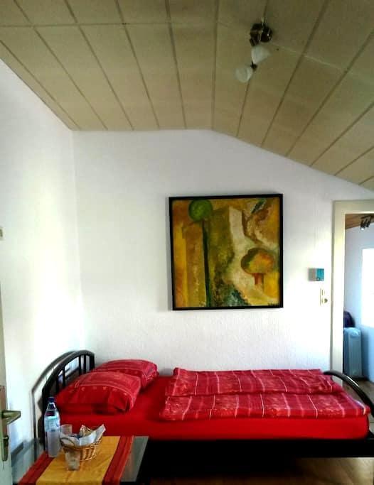 Zimmer mit eig. Bad und Gartenblick - Mönchengladbach - Casa