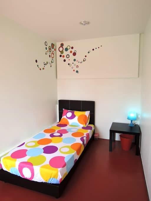 Single Bedroom @ The P!LLOHOUzzze - Melaka - Hus