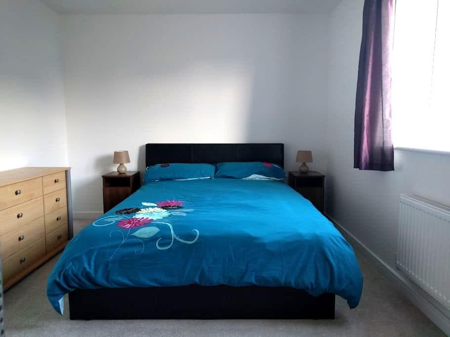 Large, Bright & Comfortable Room. Cheaper Monthly. - Littlehampton - Radhus