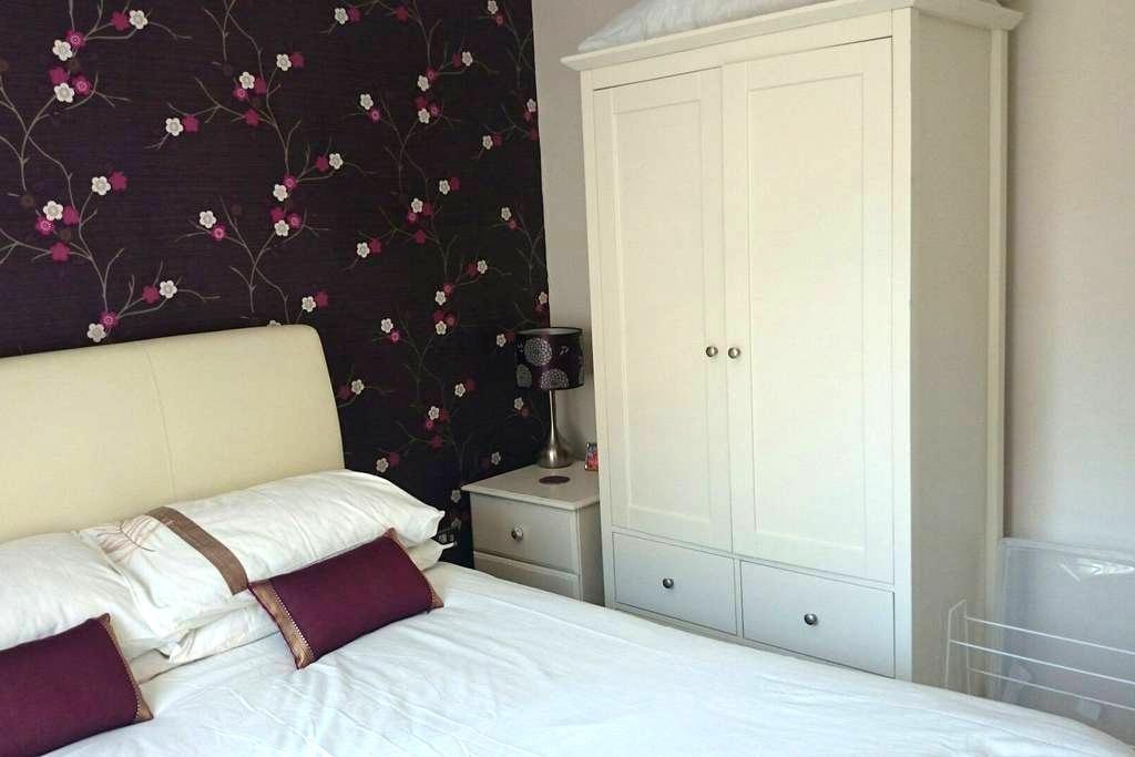 Double Room in Modern House - Tavistock - Huis