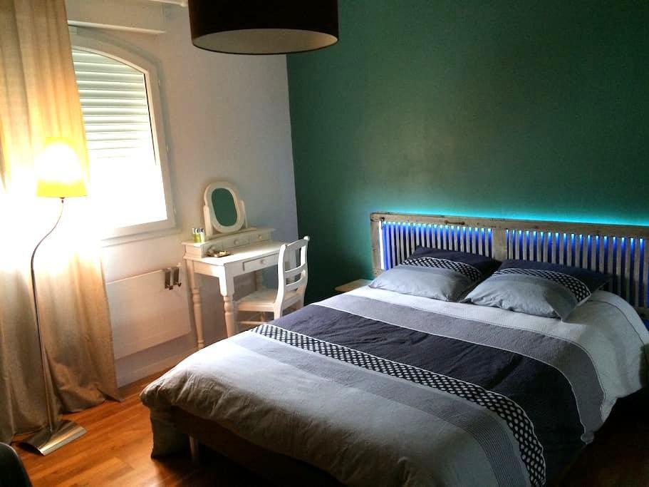 Chambre avec petit déj., SdB WC privatifs, garage - Saint-André-les-Vergers - Hus