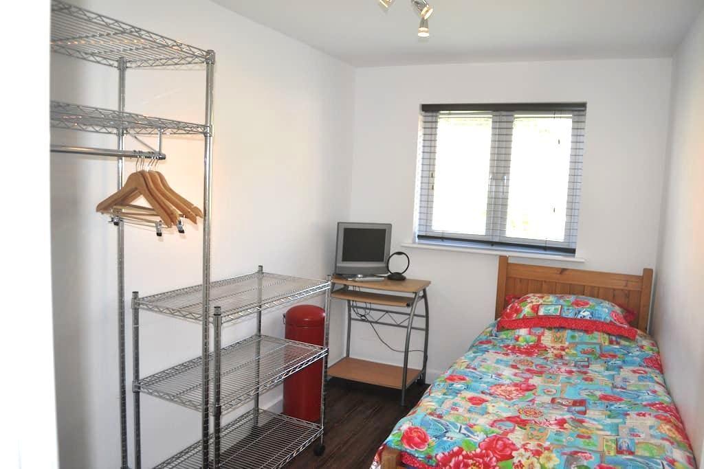 SINGLE ROOM (plus one) LONDON - New Eltham - Lägenhet