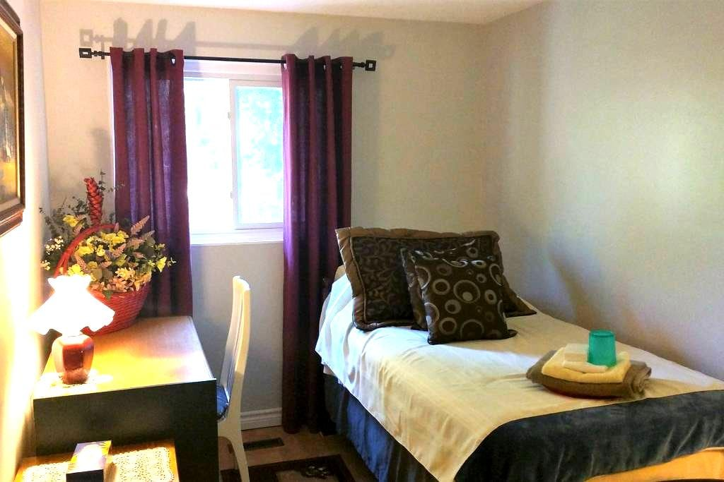 Mely's Peaceful Inn - Top B - Oshawa - Appartement