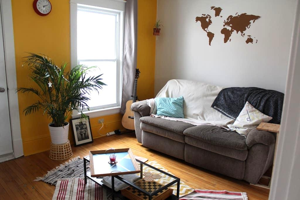 Bel appartement lumineux bien placé - Sherbrooke - Apartemen
