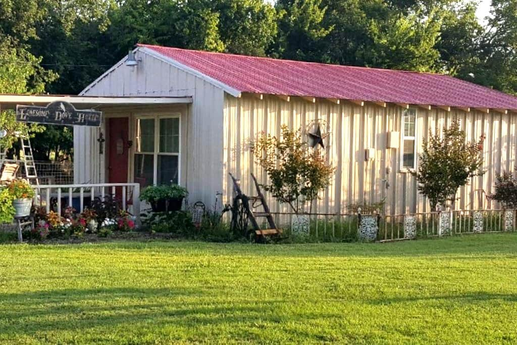Lonesome Dove Cabin - Cooper - Bed & Breakfast