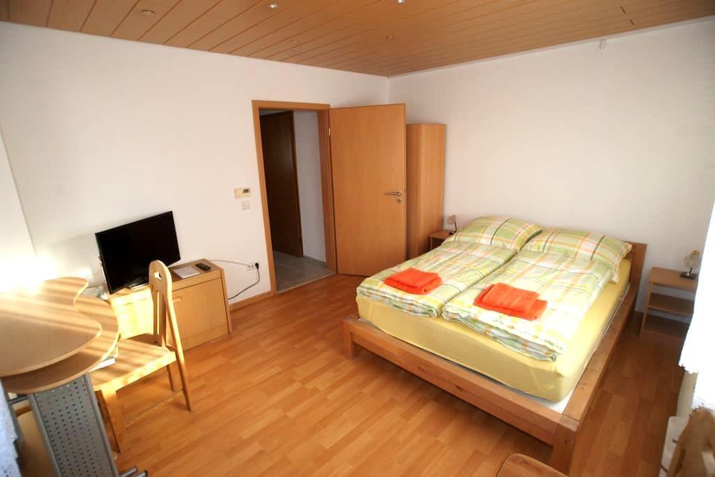 schönes Privatzimmer in Reutlingen - Reutlingen
