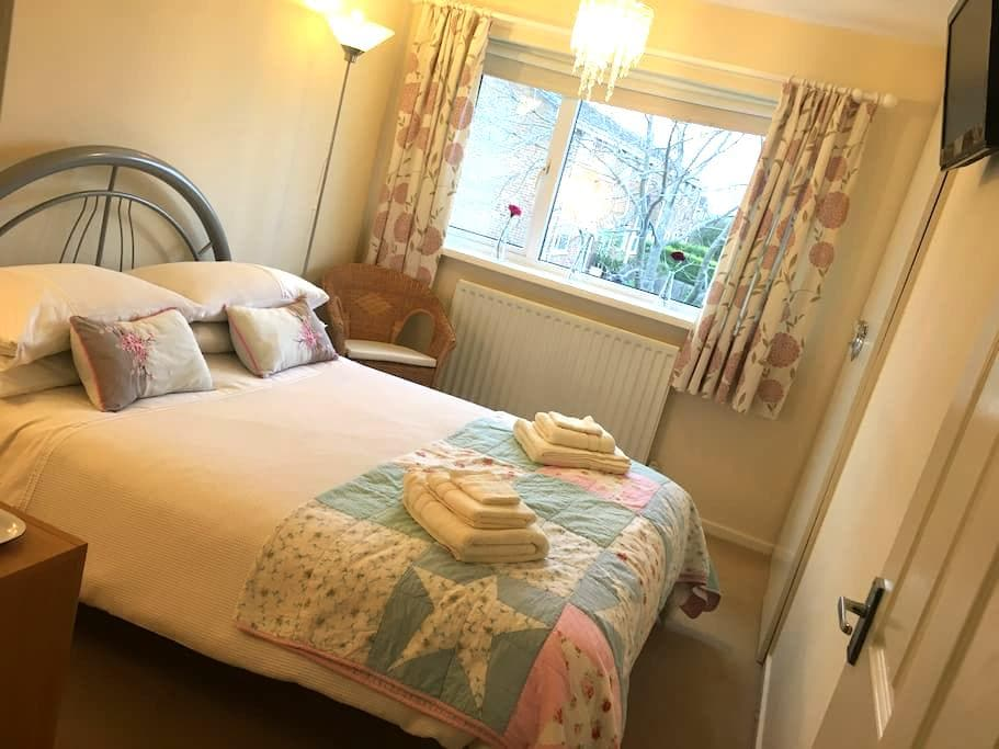 Bright, spacious double 2.5 miles from Durham City - Ushaw Moor - Casa