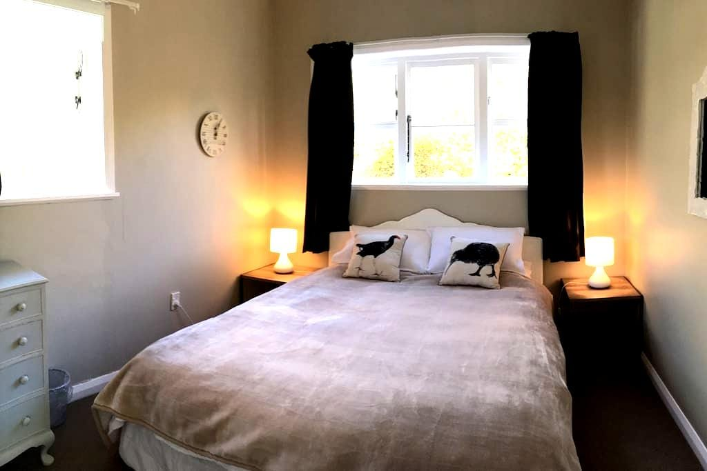 Homely Queen Room with Breakfast - Palmerston North - Huis