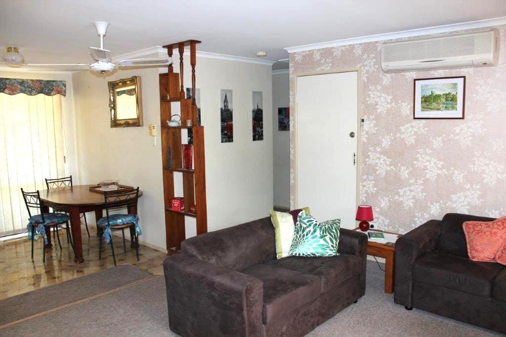 Alanah Lodge Serviced Apartment - Newtown - Daire