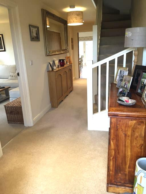 Immaculate 3 bed house with garden - Newmarket - Дом