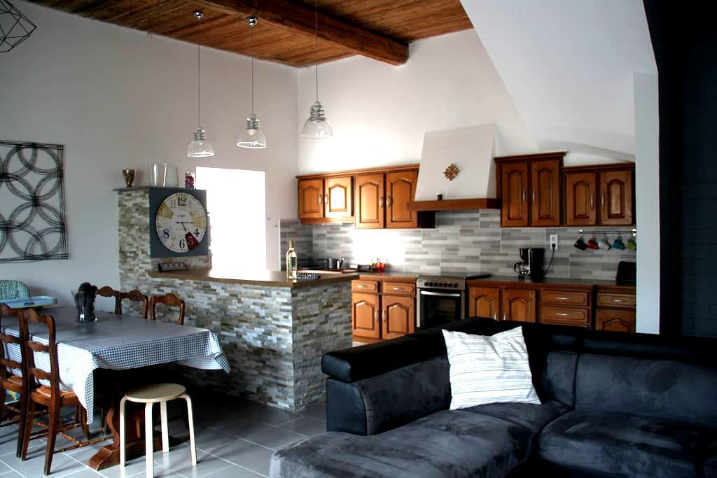 Maison entre CORBIÈRES et MINERVOIS - Escales - Huis