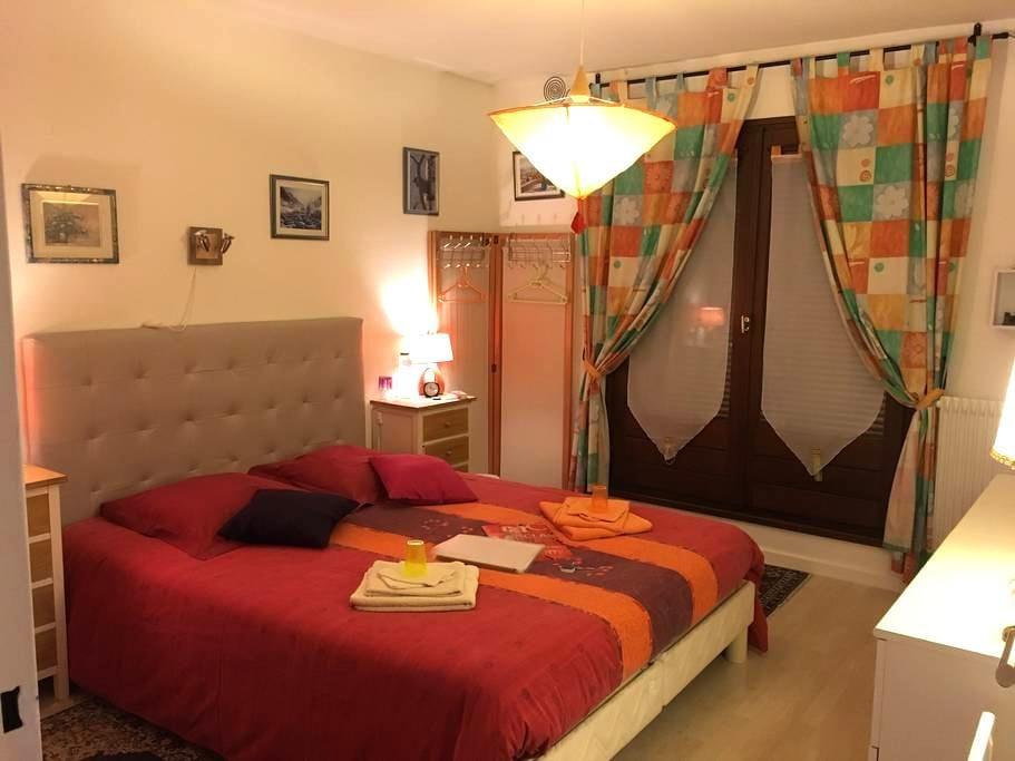 Chambre lumineuse Balcon 5mn/Colmar Bed&Breakfast - Horbourg-Wihr - Huis