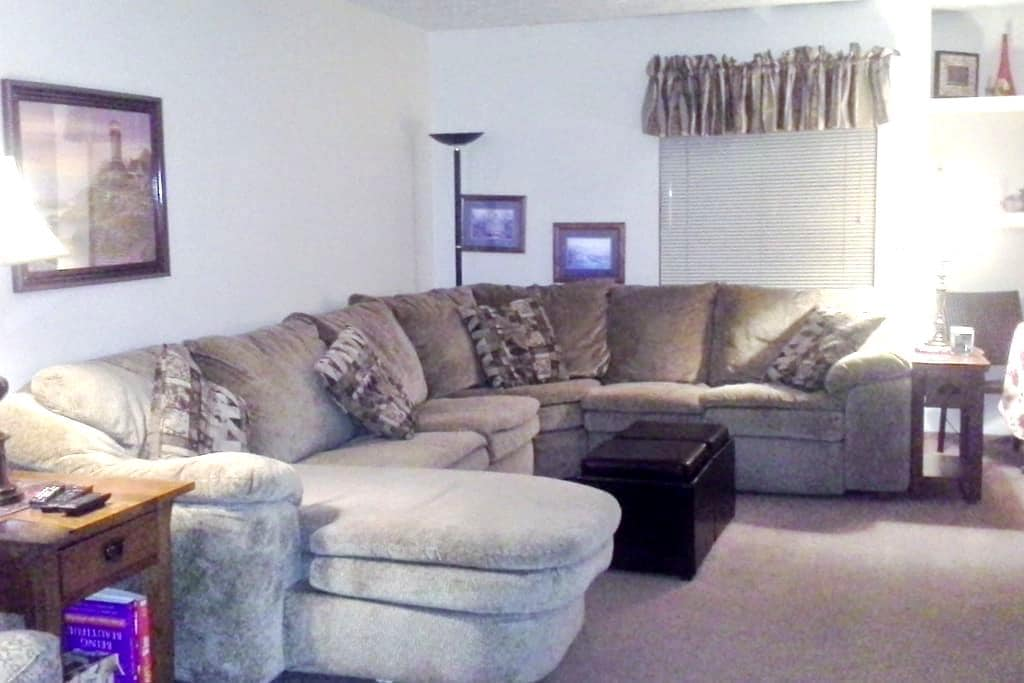 Everything you need 2 bd condo  - Meridian charter Township - Inny