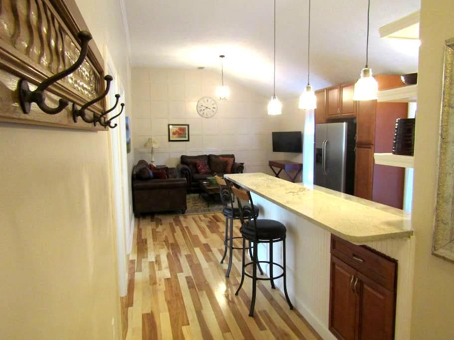 Large 2-bdrm Carriage House, full kitchen, laundry - Indianapolis - Appartement