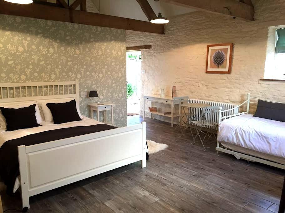 Self-contained double room in Biddestone Farmhouse