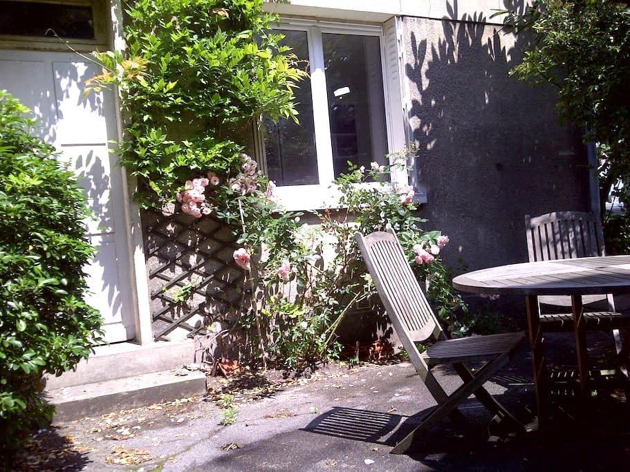 Bright, calm studio flat w garden - Boulogne-Billancourt - Wohnung