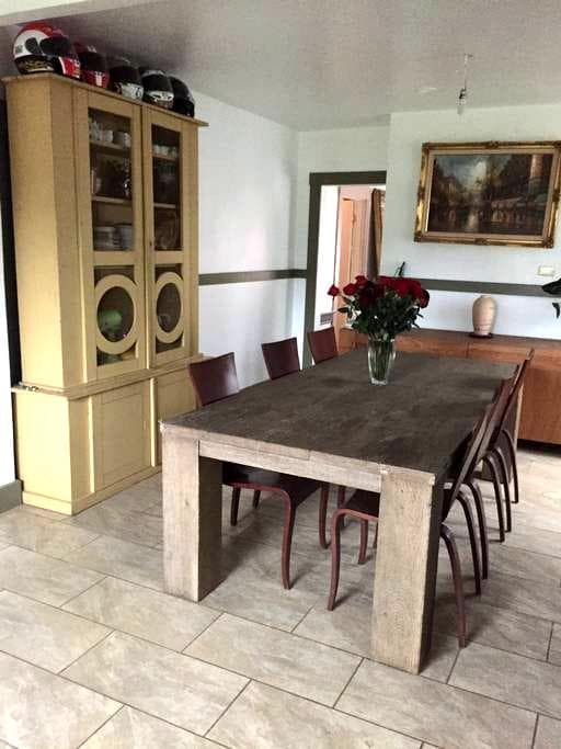 Cozy house with parking in downtown - San Rafael - Casa