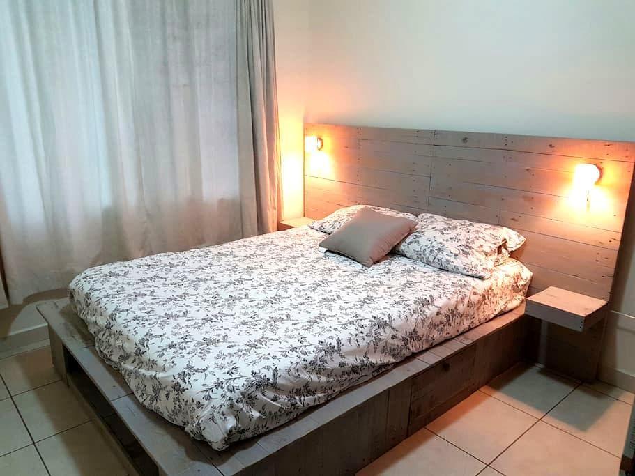 Cozy bedroom, central location in residential area - 特古西加爾巴 - 公寓