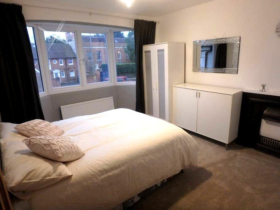 Epsom Luxury Double Room to let - Epsom - Casa