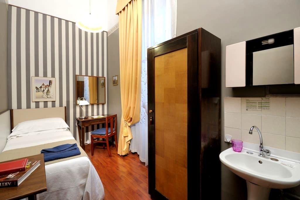 2 Camera singola a Piazza Barberini - Roma - Appartamento con trattamento alberghiero