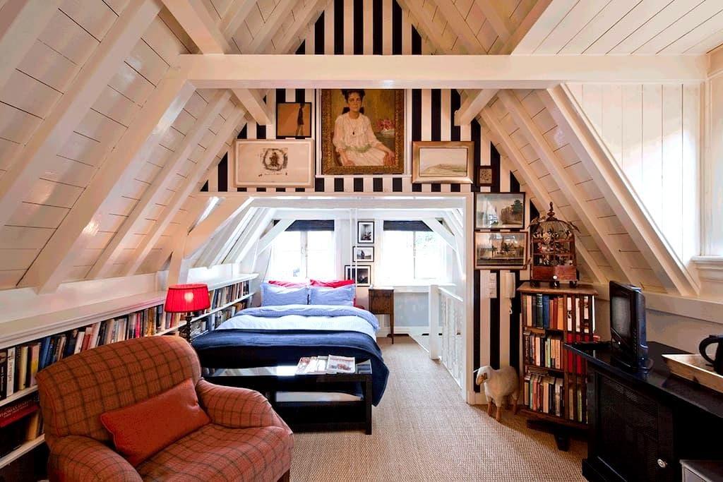 Run Inn - Loft in the Nine Streets - Ámsterdam - Bed & Breakfast