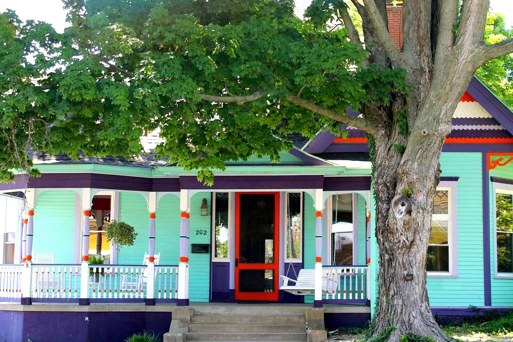 Bourbon Trail Victorian,  Great for Fam/Friends! - Springfield - Ev