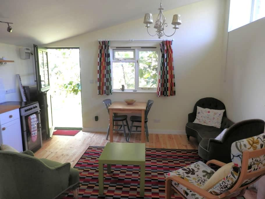Self-contained clifftop studio - Charmouth - Hytte