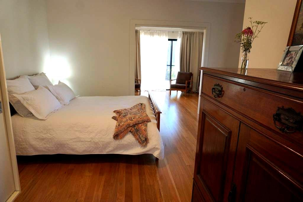Inner West granny flat close to CBD and airport - Earlwood - Otros