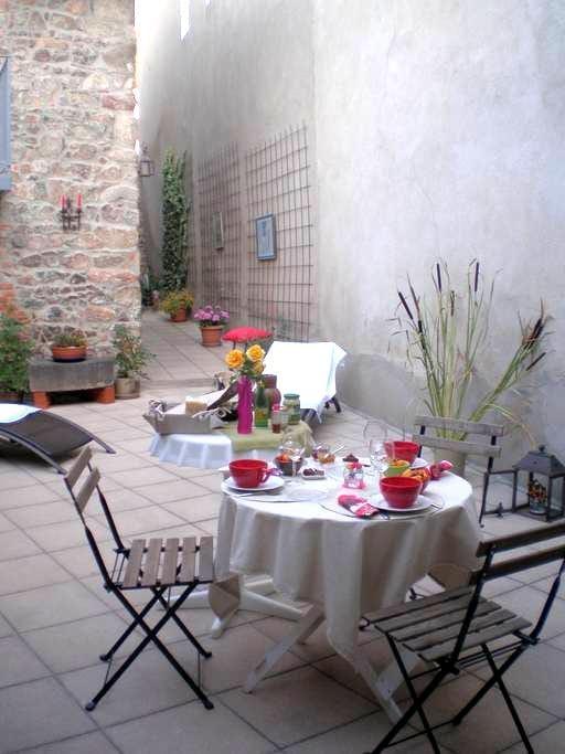 Chambre privée dans maison village - Villerest - Huis