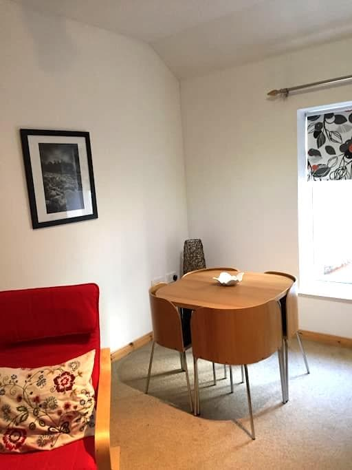 A neat little coast apartment 2 bd - Portrush - Departamento