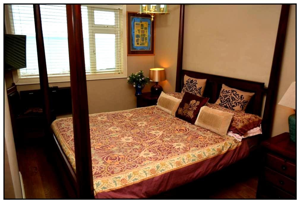Gorgeous Seafront Four-poster Bedroom♡ - Ballycotton  - Dom