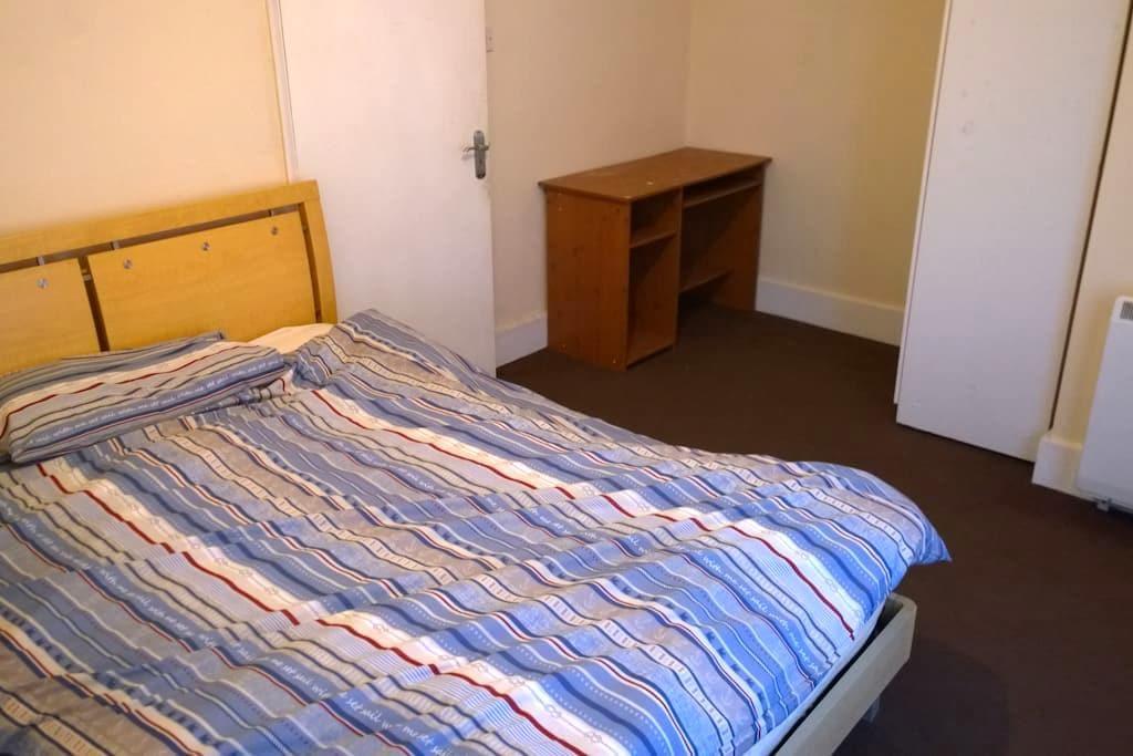 Private room - Old Windsor - Apartamento