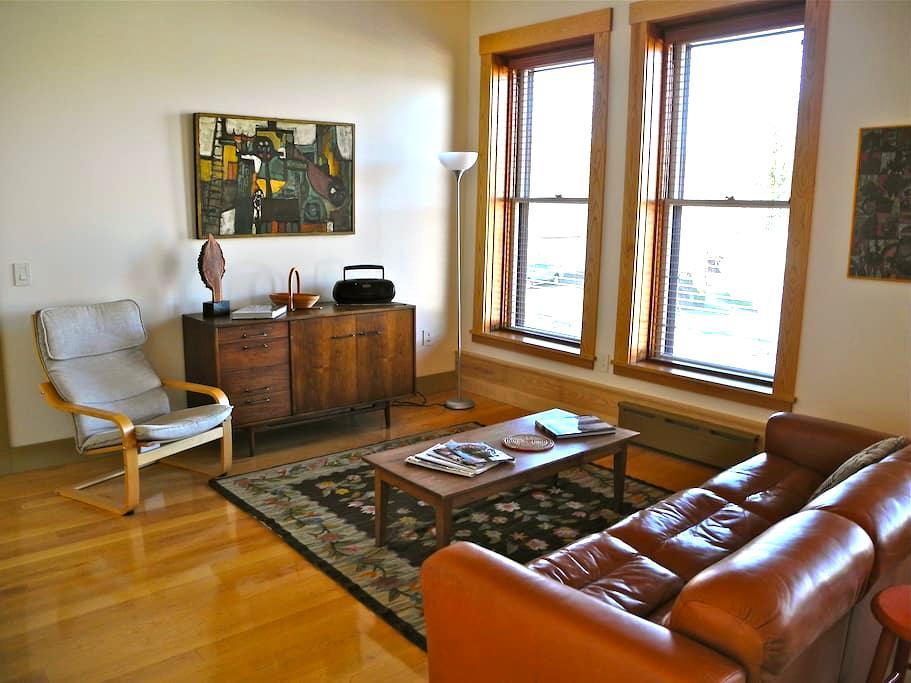 Vacation Rental/Historic Bldg - 2nd Floor - Hardwick - Appartement